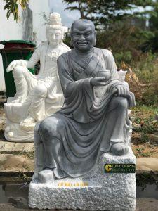 Tượng Thập Bát La Hán bằng đá